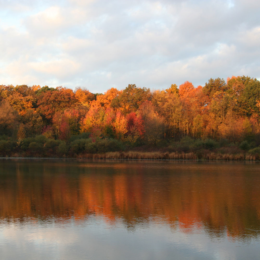 Fall morning over Nordman Lake